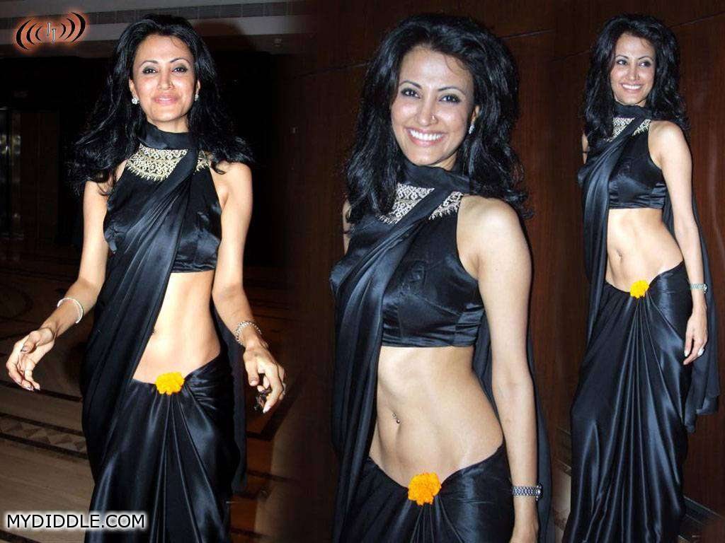 Low Waist Black Saree - Pic1 - Reshma Bombaywala in Low Waist Black Saree - Pic