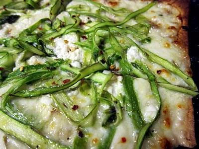 Readable Eatables: {Shaved Asparagus Pizza}