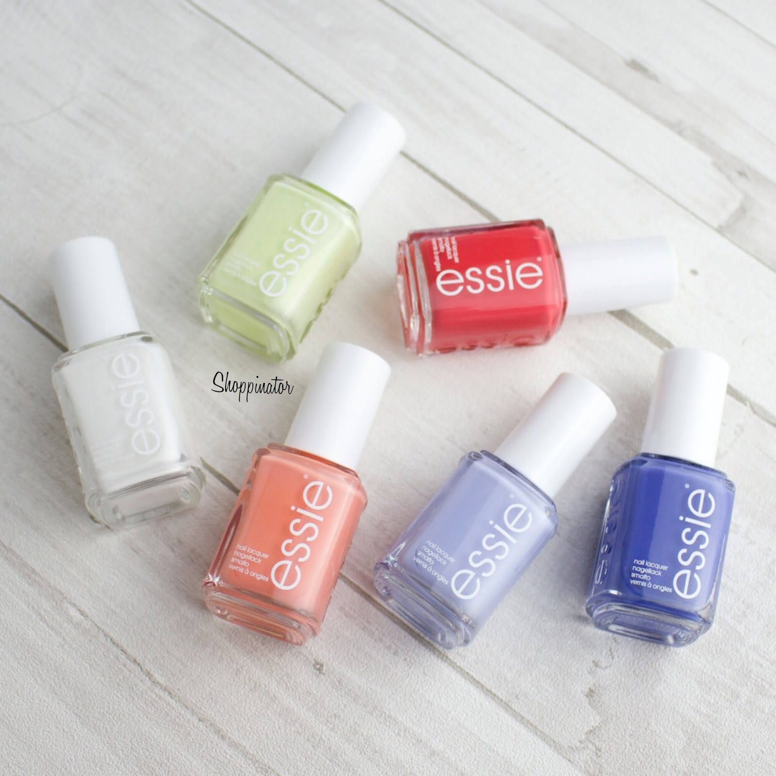 Essie-Sommer-Summer-LE-2015-limitiert-Nagellack-Shoppinator-Nailpolish-Private-Weekend-Weiß-Glitzer-Chillato-Gelb-Pastell-Peach-Side-Babe-Korall-Orange-Sunset-Sneaks-Rot-Neon-Pret-a-Surfer-blau-Marine-Hellblau-Salt-Water-Happy-Dupe-Find-me-an-oasis-Fiji-Lackiert