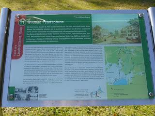 Informationstafel zur Station Wildbad Petersbrunn des Rundwegs Rund ums Leutstettener Moos