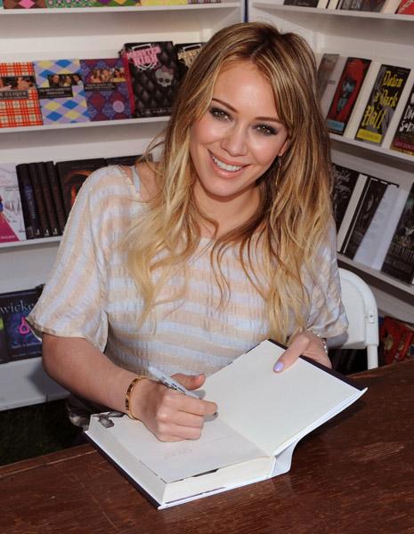 hilary duff signing elixir 2011