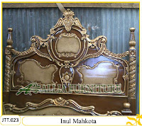 Tempat tidur ukiran kayu jati Jepara Inul Mahkota kombinasi cat duco marmer dan emas