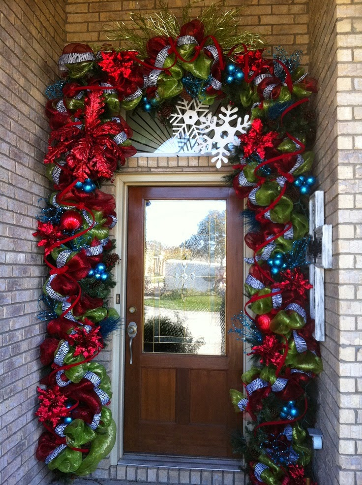 Christmas ideas 2013 christmas front door entry and porch for Exterior xmas decorations