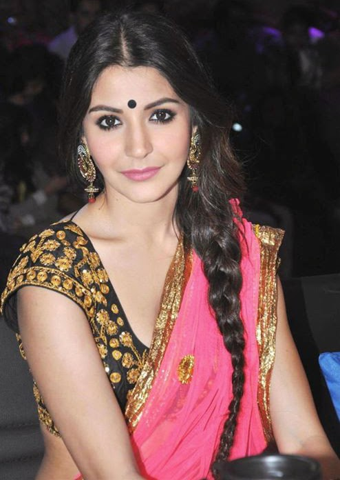Anushka+Sharma+Spicy+Hot+Photos+In+Gorgeous+Saree001