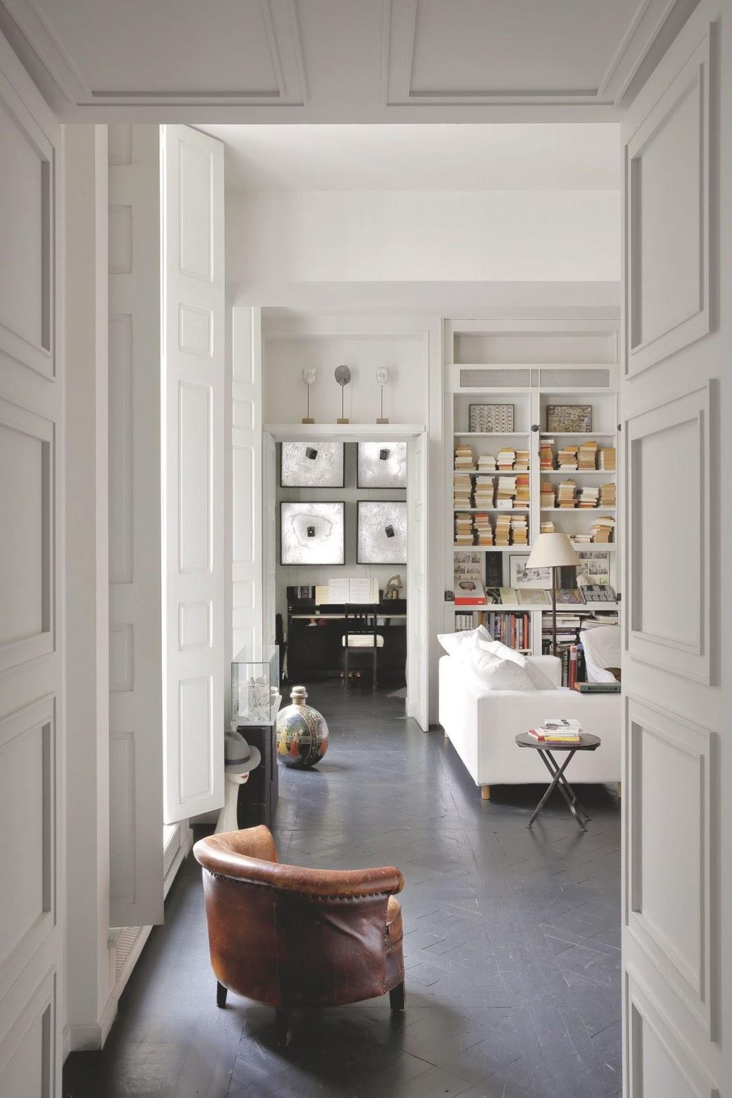 Coffee in the sun appartement met kunst van kunstenaar for Chambre de mise en charge