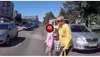 2 Anak Kecil ini Ditabrak Mobil Hingga Terpental