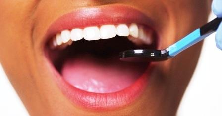 Manfaat Strawberry Dan Baking Soda Untuk Memutihkan Gigi