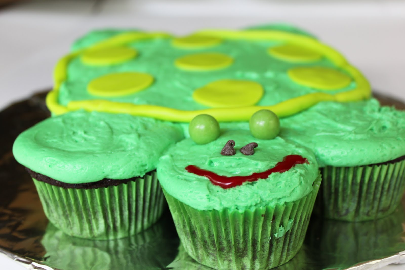 made this turtle pull apart cupcake cake for Matthew's older sister ...