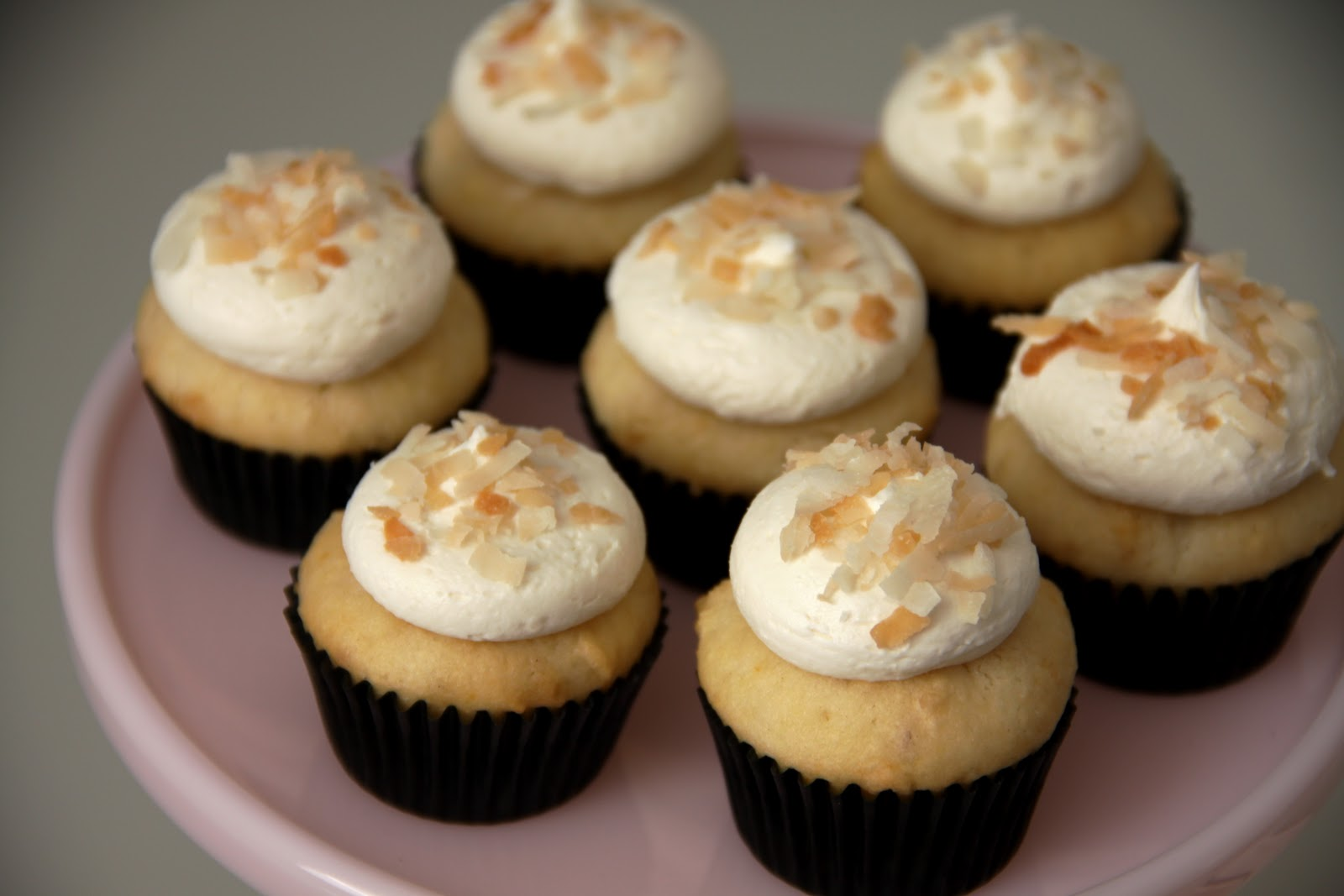 Honey Bee Sweeterie: White Chocolate Macadamia Nut Cupcakes