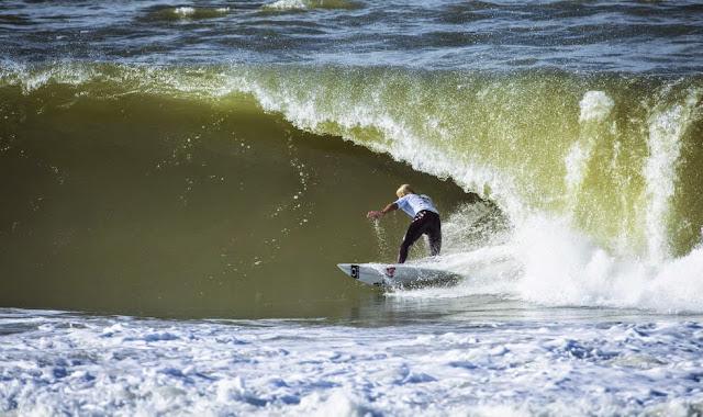 16 2014 Moche Rip Curl Pro Portugal Sebastian Zietz HAW Foto ASP Damien%2B Poullenot Aquashot