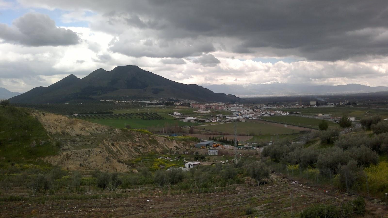 http://3.bp.blogspot.com/-QENtQ4epKhk/UVinU3J_HBI/AAAAAAAAJIA/Uy2oXetBweA/s1600/El+Piorno+y+Pinos+nublado+desde+El+Cerro+Infantes.+23+marzo+2013.jpg