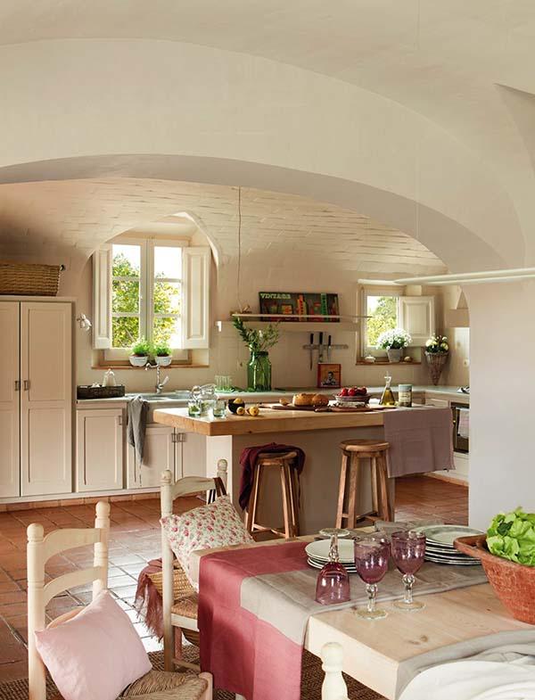 Decordemon charming provencal style farmhouse in spain - Cocinas color blanco roto ...