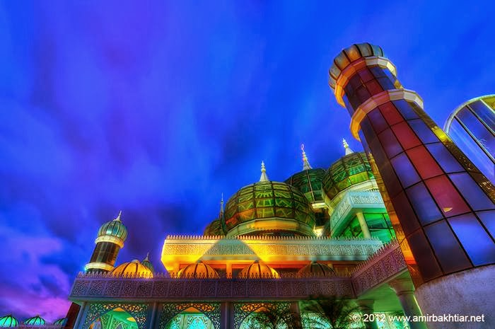 Crystal Mosque is a mosque which is very popular with the uniqueness of the mosque and made one of the most popular tourist attractions in Malaysia. The mosque is located in the in the Islamic Heritage Park in Wan man Island.
