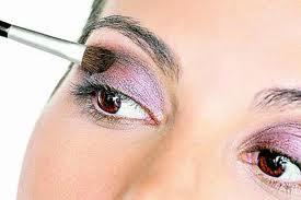Está maquiagem se encontra com 5 cores : prata,rosa,rocho,preto e marrom bege !