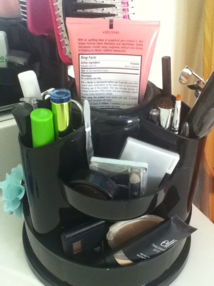 5 Unique Gifts Makeup organizer