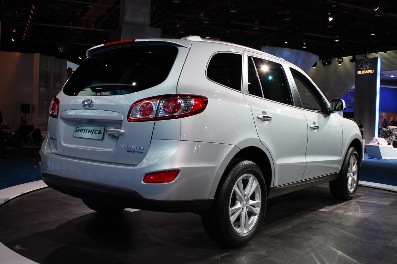http://3.bp.blogspot.com/-QEzXAKKrXFE/Txqxf3-6kCI/AAAAAAAAVH4/d2CHwfrrDpo/s1600/2011-Hyundai-Santa-Fe-Rear-Side-Pictures.jpg