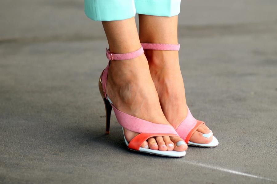 Sandalias de Tacon dorado con Tiras Zara