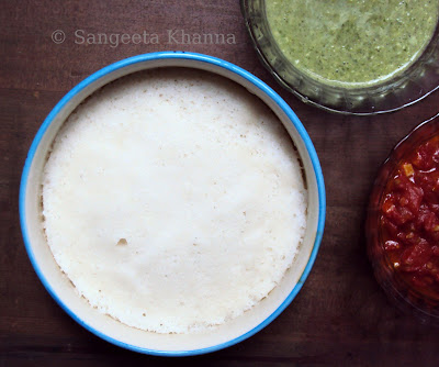 idli and chutneys