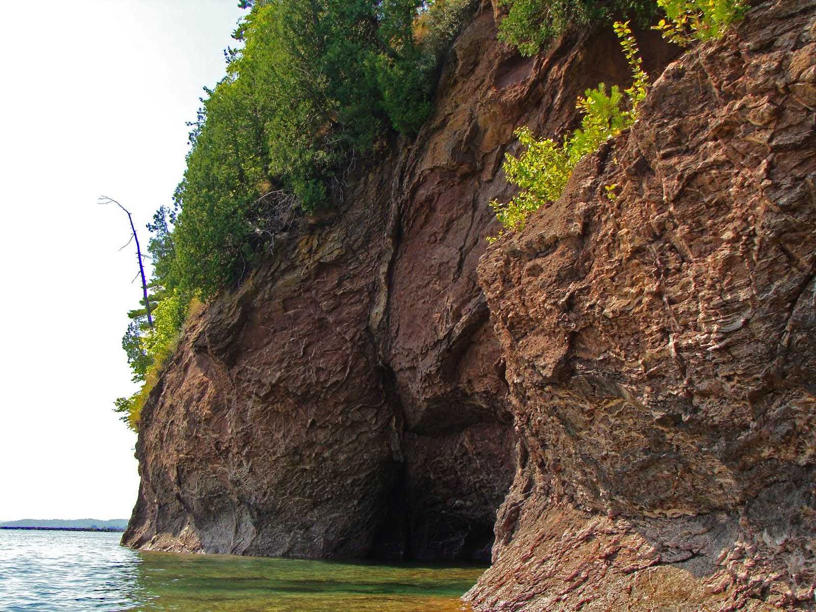 Lake Superior Caves ... Agates Abound
