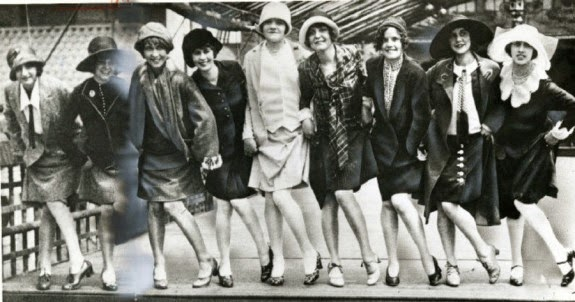 women s roles in the 1920s They were complete opposites of other women of this time, who had home and family at the center of their lives flappers usually decided that they had the same rights as men had.