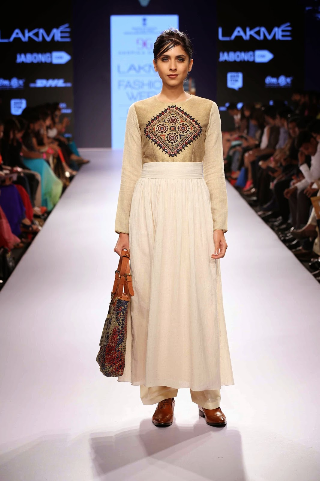 http://aquaintperspective.blogspot.in/, LIFW Day 2 Deepika Govind