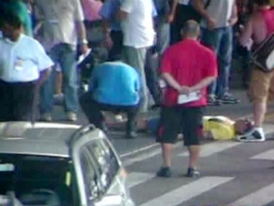 Casal gay se recusa pegar táxi clandestino em aeroporto do Rio e são agredidos