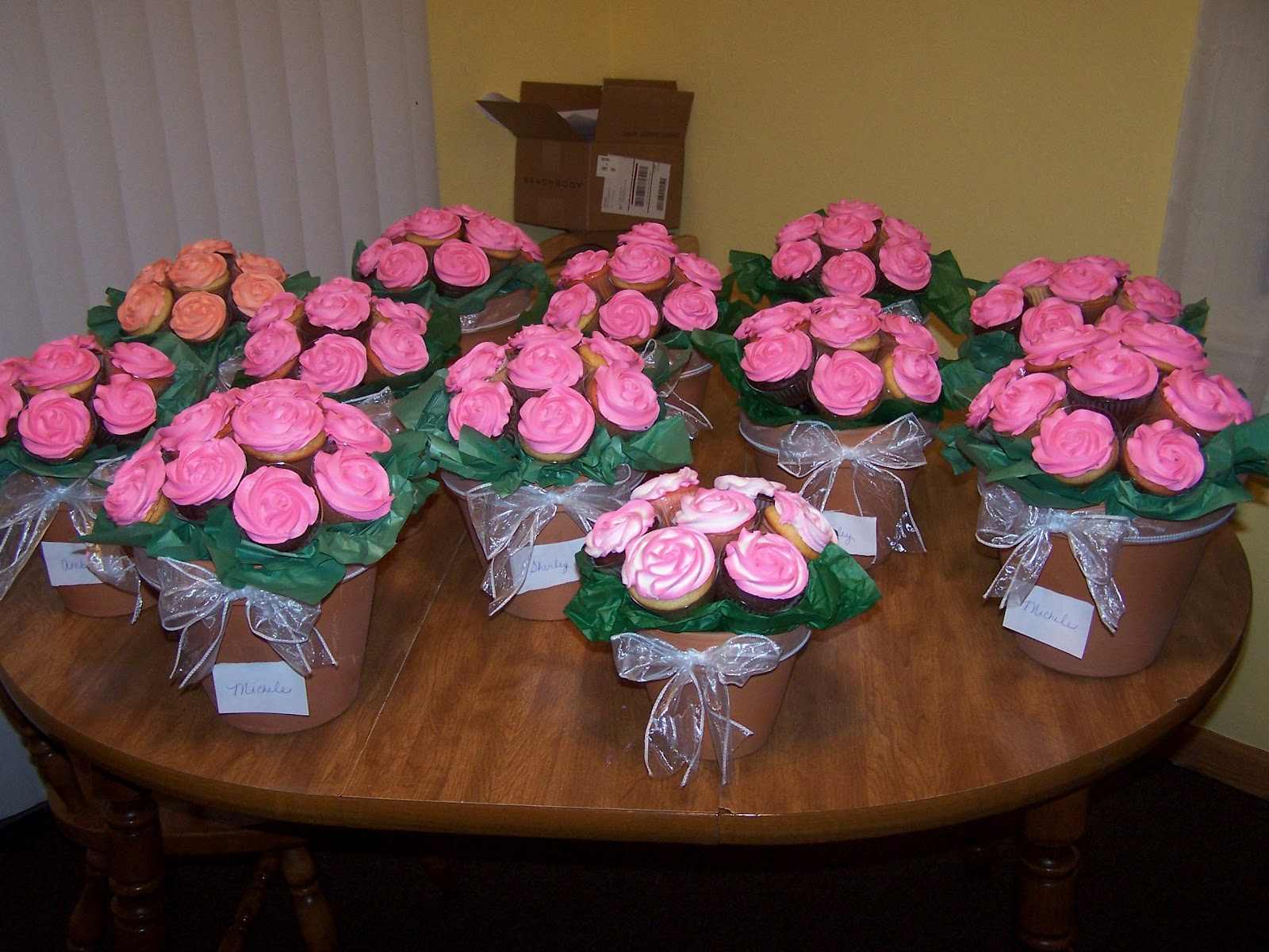 Edee\'s Custom Cakes: Mother\'s Day Cupcake Bouquets