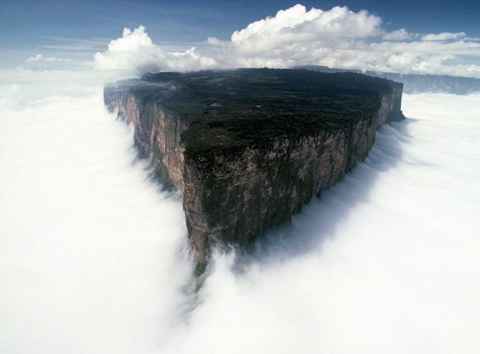 http://3.bp.blogspot.com/-QG3birq9cqQ/ULu8Rqt_p8I/AAAAAAAAMTA/gR3Sunrp9gw/s1600/Mount_Roraima_Venezuela.jpg