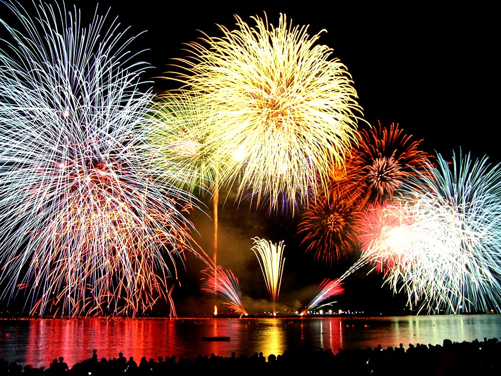 http://3.bp.blogspot.com/-QG8TKOfFF-o/T3JTYJ3iMhI/AAAAAAAAAUU/UpsAMwf3UTA/s1600/Fireworks001.jpg