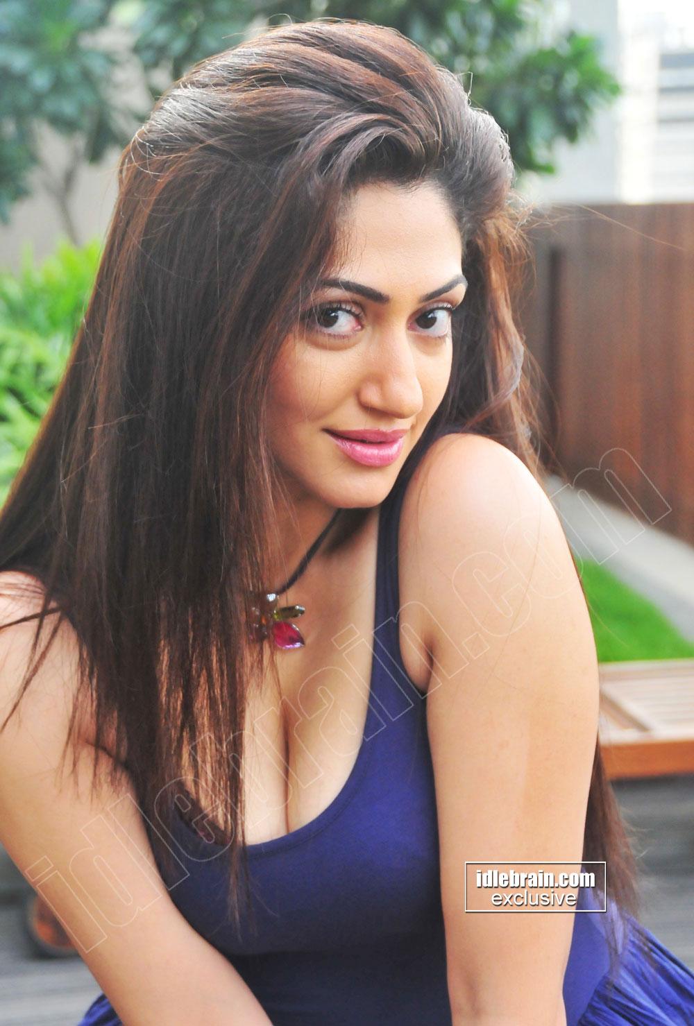 Telugu film Photo Gallery Actress Reyhna Hot Spicy