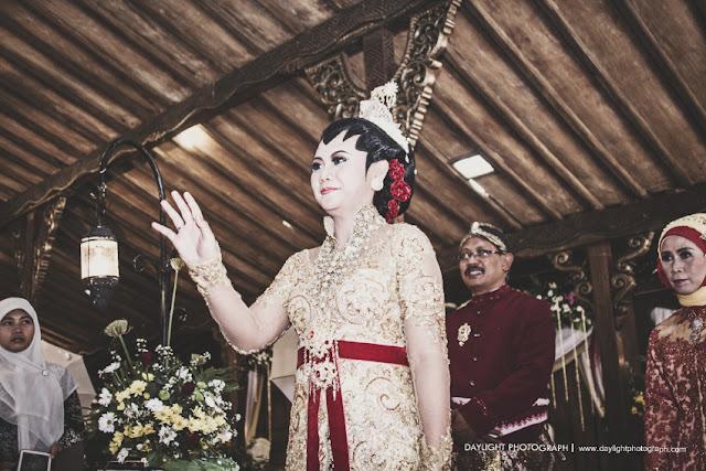 upacara panggih pernikahan di Kendal