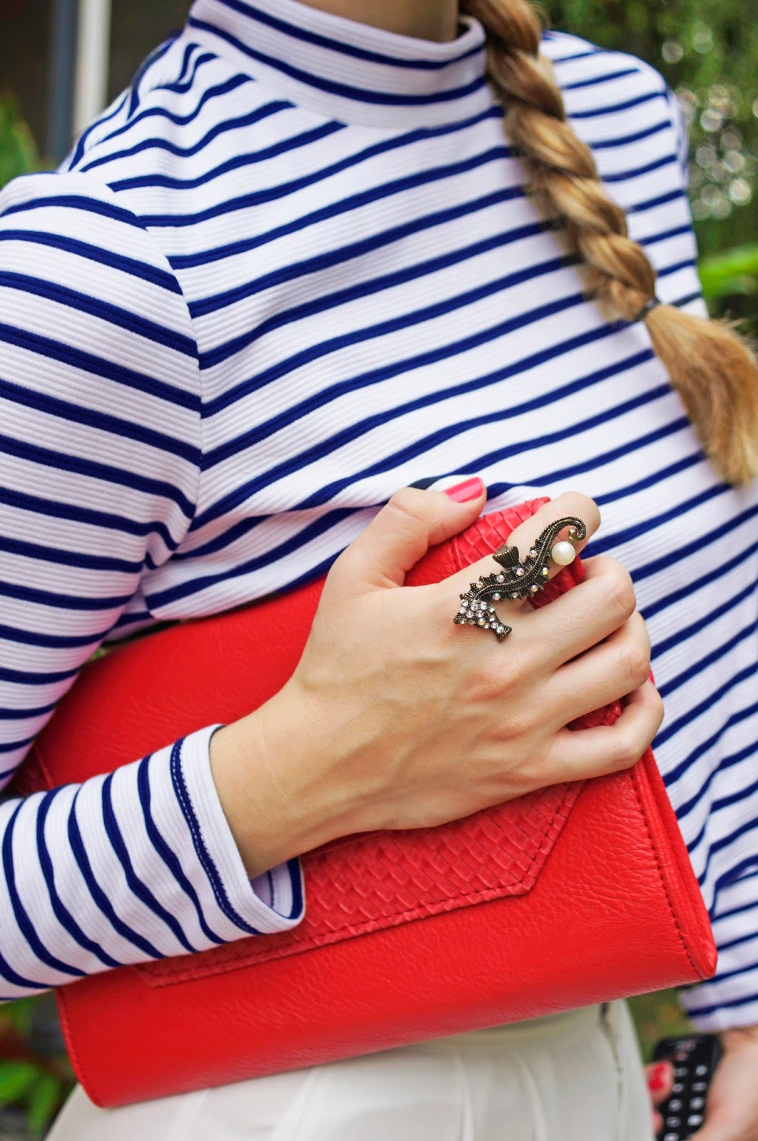 Loving these cute nautical accessories!