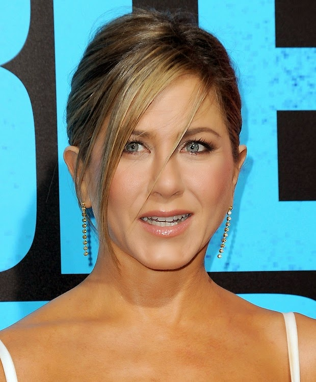 Veja como copiar o penteado usado pela atriz Jennifer Aniston na estreia de 'Quero Matar Meu Chefe 2', em Hollywood