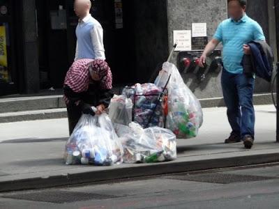 New York Raccolta Bottiglie Plastica