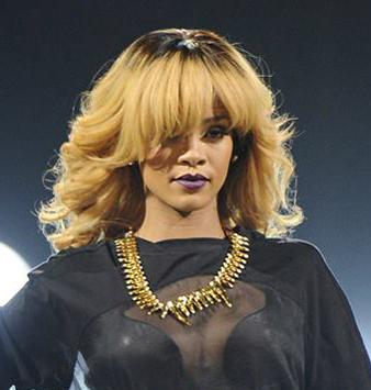 Rihanna sarı dalgalı kabarık saç modeli