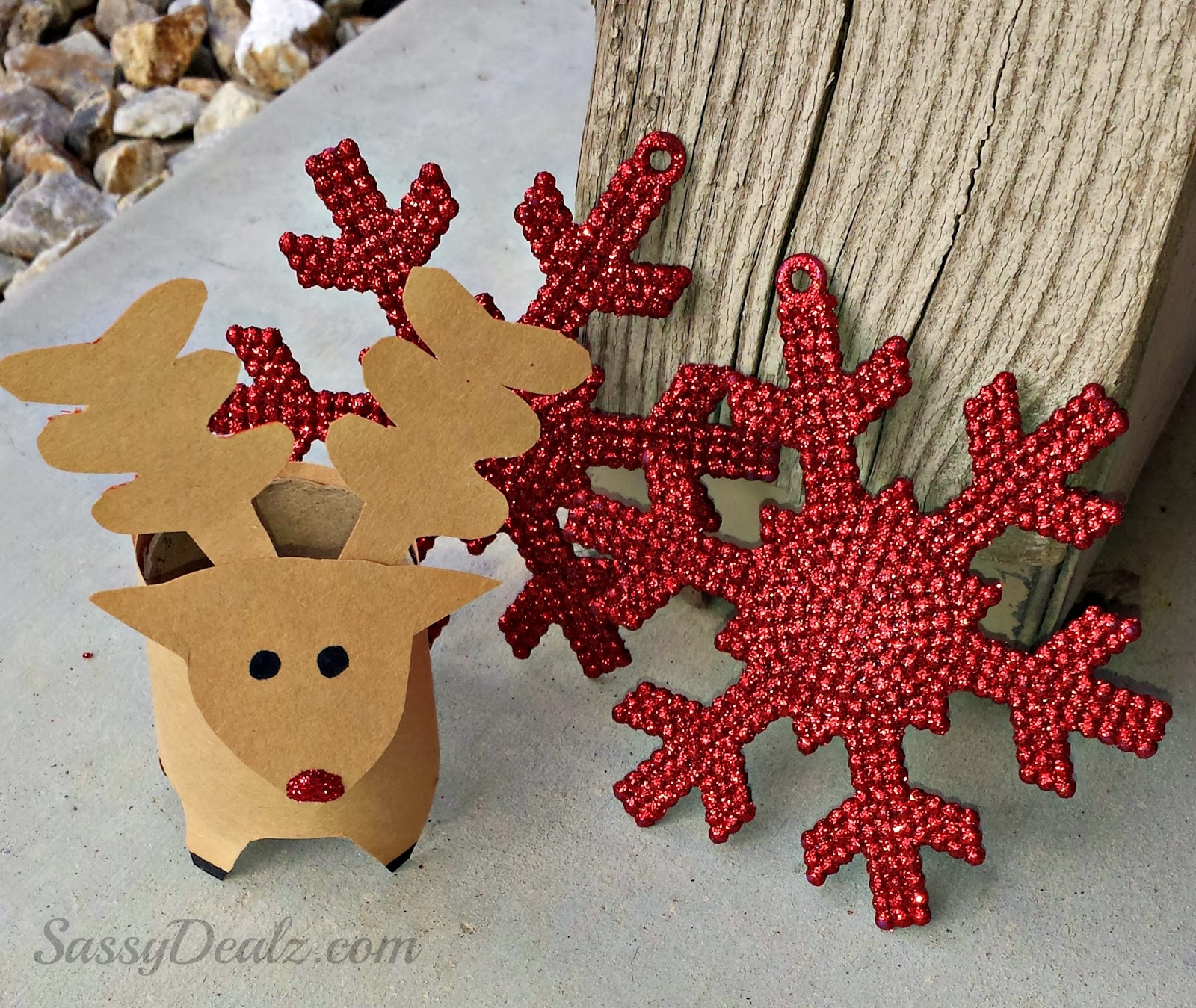 Mini reindeer toilet paper roll christmas craft for kids for Paper roll projects