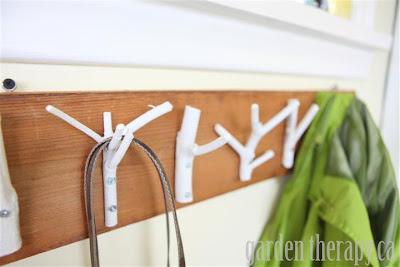 Cómo hacer un perchero con ramas en Recicla Inventa