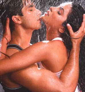 Bollywood Actress Priyanka Chopra wet unseen Pictures