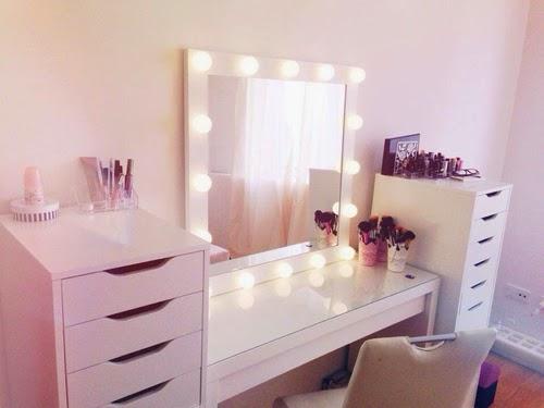 anne makeup mural de d cor l mpadas na penteadeira. Black Bedroom Furniture Sets. Home Design Ideas