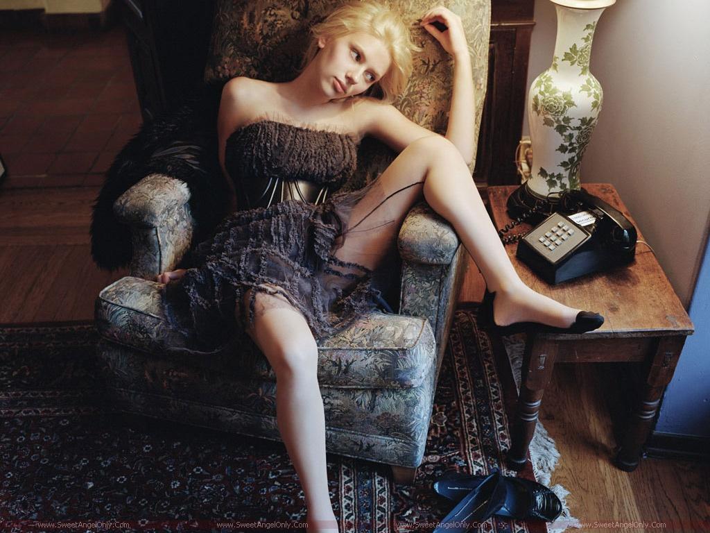 http://3.bp.blogspot.com/-QHXqbWkew6k/TjRpJyyBt7I/AAAAAAAAIOg/tMBD0e1zVl8/s1600/Scarlett_Johansson_beautiful_girl.jpg