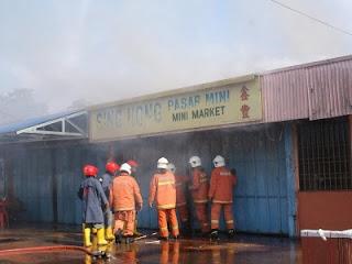 Kedai runcit hangus dalam kebakaran