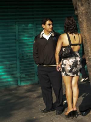 prostitutas transexuales en la calle sinonimos de extorsion