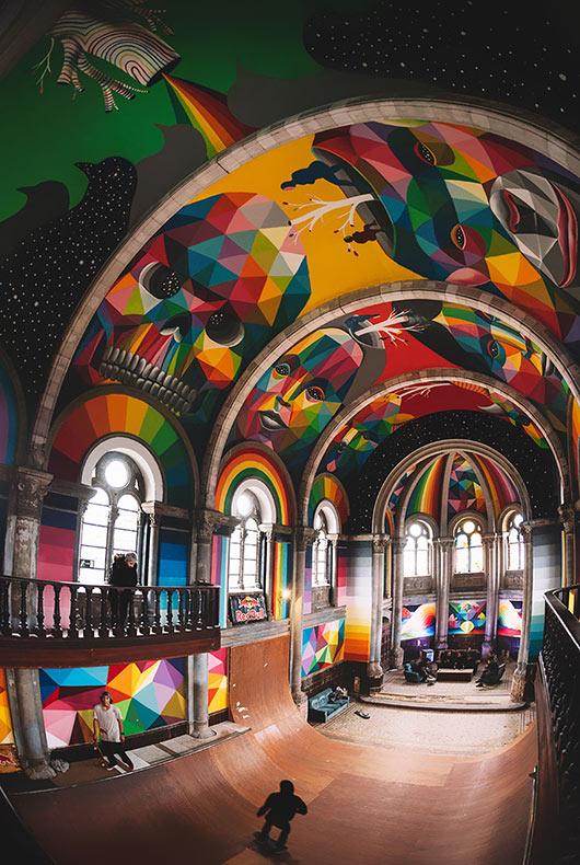 Iglesia abandonado de 100 años de antigüedad transformado en un parque de skate lleno con graffitis