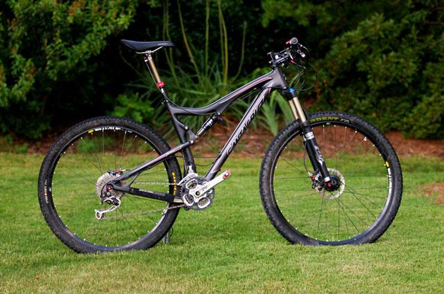 Sepeda MTB Hitam Carbon