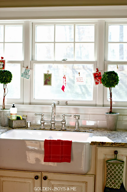 Rohl Shaw's Farnhouse Sink at Christmas-www.goldenboysandme.com