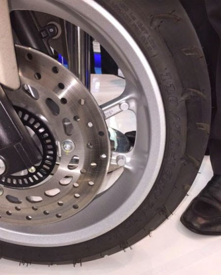 gambar roda Yamaha NMAX 2015