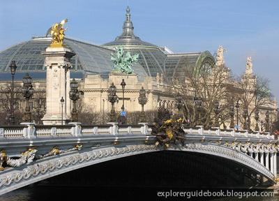Pont Alexandre III jembatan indah terkenal di Paris Perancis
