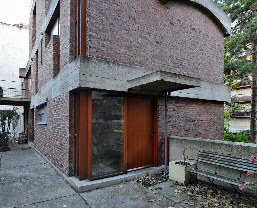 Ideas for brick architecture le corbusier maisons jaoul for Achat maison verneuil sur seine