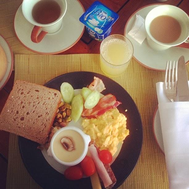 peninsula bangkok breakfast