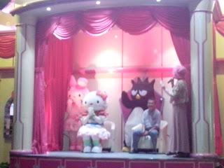 http://lialathifa.blogspot.com/2015/05/wahana-dufan-meet-greet-hello-kitty-and.html